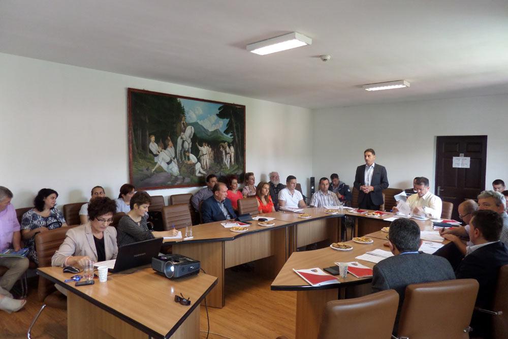 Dezvoltarea economică a zonei Munţilor Apuseni din judeţul Alba în dezbatere la Cîmpeni